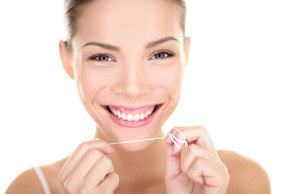 Cuál es la mejor Forma de limpiar y mantener la Higiene de la Zona Interproximal