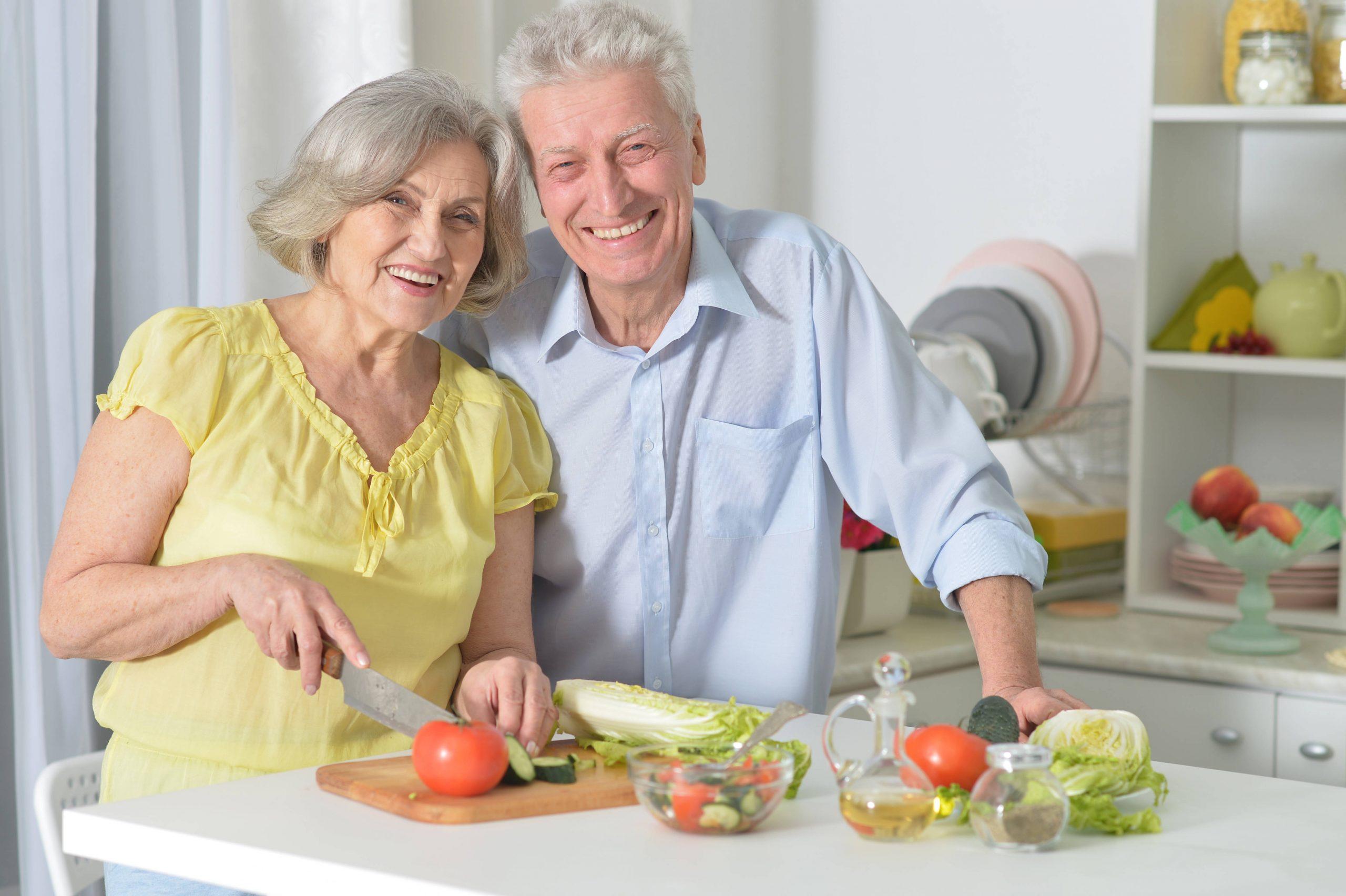 Cómo cuidar la alimentación para disfrutar de una tercera edad rejuvenecida
