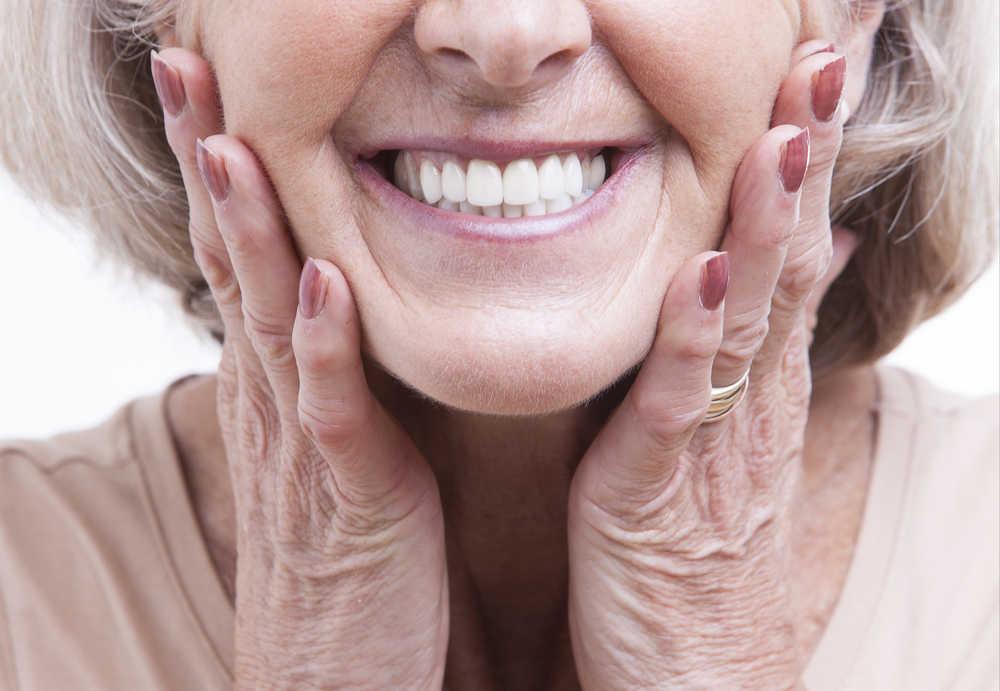 Implantes y prótesis dentales, la edad no es un problema para la dentadura