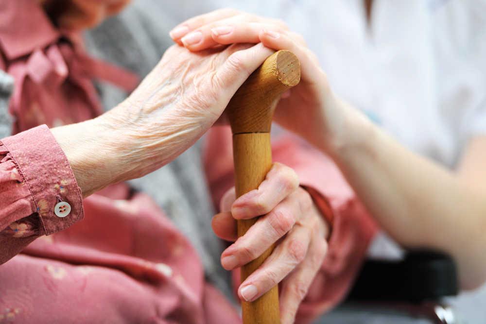Consejos para cuidar a los mayores en el hogar