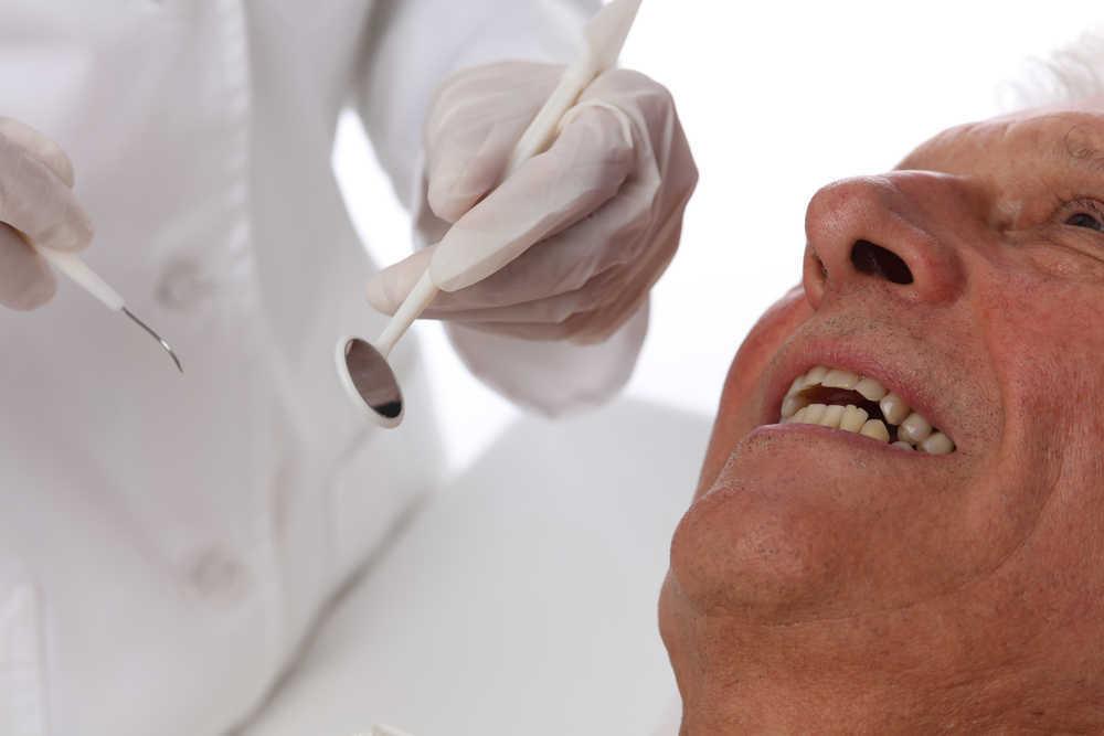 Aumenta el número de ancianos que visita una clínica dental en España
